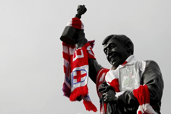 Una de sus imágenes más icónicas es la parada que le realizó a Pelé. FOTO: REUTERS