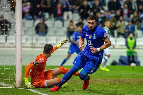 El empate visitante llegó hasta el 92', cuando el centrocampista mexicano Héctor Herrera remató de volea un centro por el costado derecho. Foto: EFE