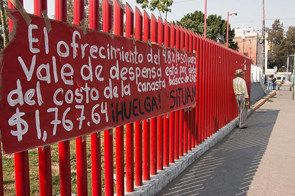 El SITUAM reanudó este lunes los diálogos, para llegar a un acuerdo ante el paro de labores. FOTO: CUARTOSCURO