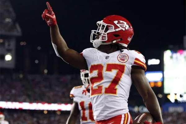 Tras ventilarse el video, los Chiefs de Kansas City, el equipo que lo reclutó en el Draft de 2017, lo cortaron del equipo a finales de noviembre y se convirtió en agente libre. FOTO: AP