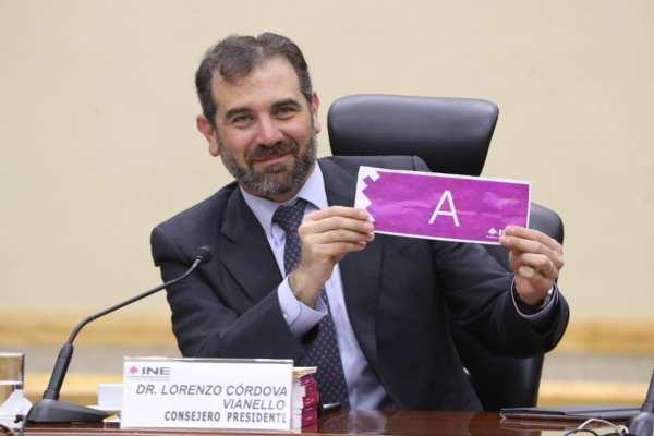 Al inicio de la sesión, se recordó al vocal ejecutivo del INE en Durango, Hugo García Cornejo, quien falleció el pasado 30 de enero. Foto: INE