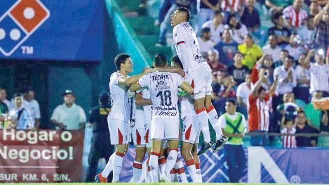 Con un equipo juvenil, el club de futbol Guadalajara rescató el empate 1-1 y clasificó invicto a los octavos de final de la Copa MX Clausura 2019. Foto: Especial