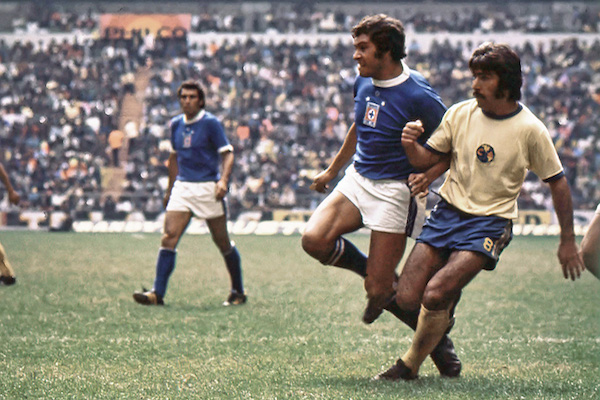 Action Photo during the game America vs Cruz Azul, Final Cup 1973/1973/ Foto de accion durante el juego America vs Cruz Azul, Final de Copa 1973/1973/ MEXSPORT / Action Photo during the game America vs Cruz Azul, Final Cup 1973/1973/ Foto de accion durante el juego America vs Cruz Azul, Final de Copa 1973/1973/ MEXSPORT / *** Local Caption *** MEXS-14