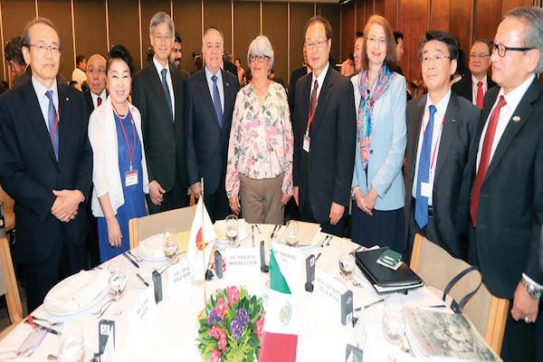 Graciela Márquez (centro), titular de Economía, se reunió con inversionistas japonenes.