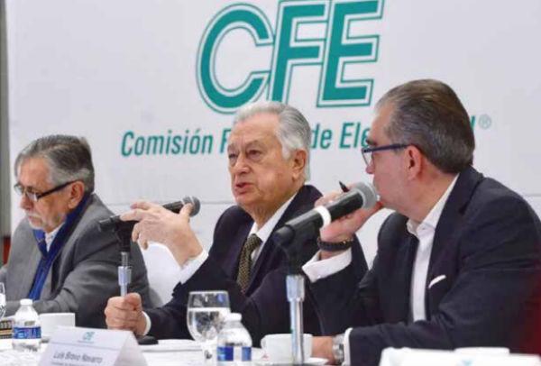 El titular de la CFE, dijo que la empresa vive un momento complicado por adeudos. FOTO: ESPECIAL