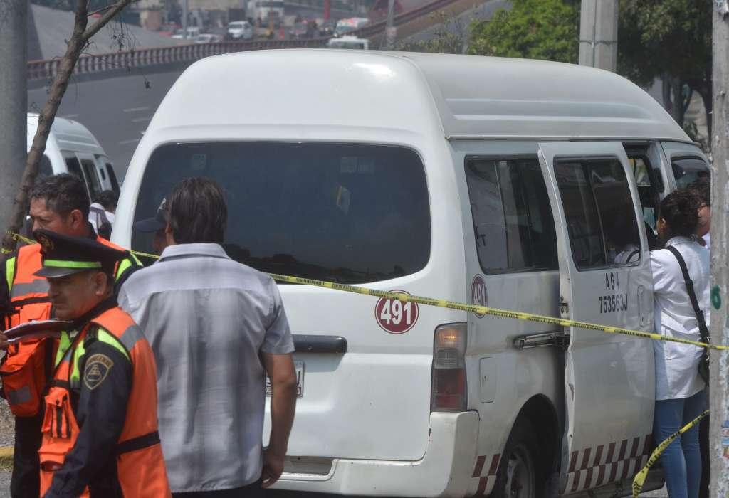 Asesinan a pasajero en combi