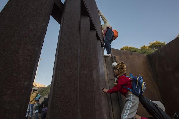 Migrantes_muro_frontera