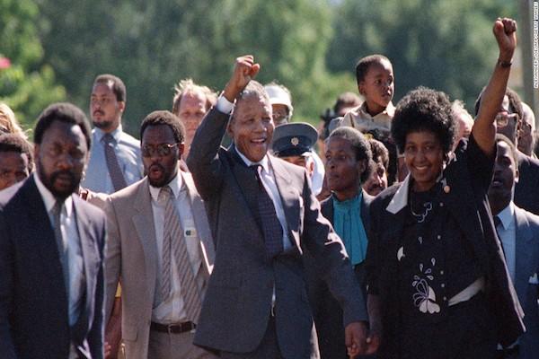 Nelson Mandela es puesto en libertad en 1990 . Foto: Reuters
