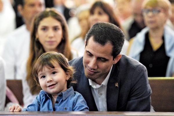 El presidente encargado Guaidó y su familia participaron ayer en el