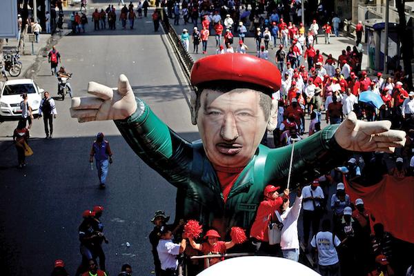Partidarios del fallecido Chávez, utilizaron un inflable durante una marcha, el pasado enero. Foto: Reuters