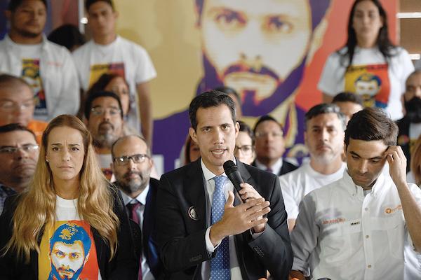 El presidente encargado Juan Guaidó recordó ayer el quinto año de la detención de Leopoldo López. Foto: AFP