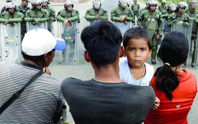 Hubo ataques de soldados del régimen contra ciudadanos y activistas. FOTO: REUTERS