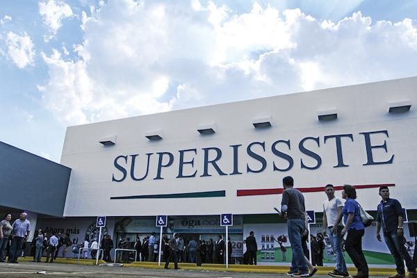 La tienda para los trabajadores del ISSSTE también es una prestación. FOTO: ADOLFO VLADIMIR /CUARTOSCURO.COM