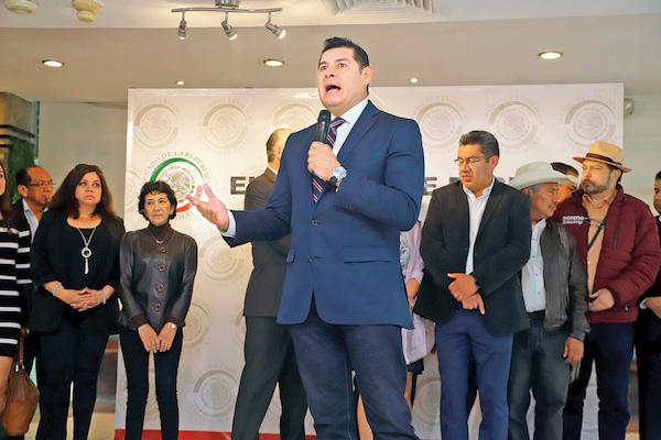 Alejandro Armenta también acusó al secretario de Finanzas de amenazar a ediles. Foto: Enfoque