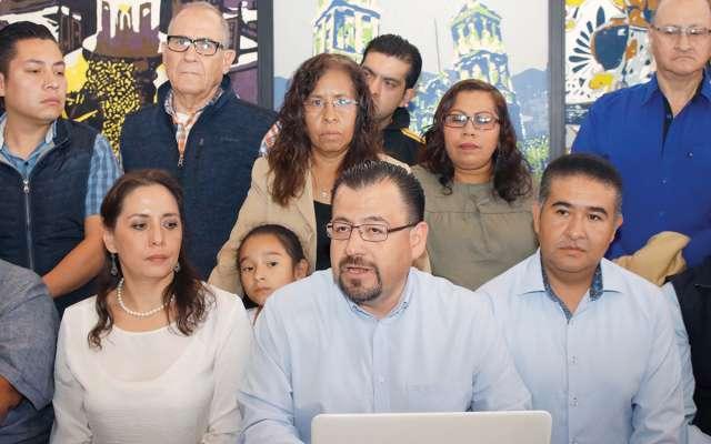 Los exalcaldes, exregidores y militantes del PAN, fueron encabezados por Víctor Mayoral Muñoz