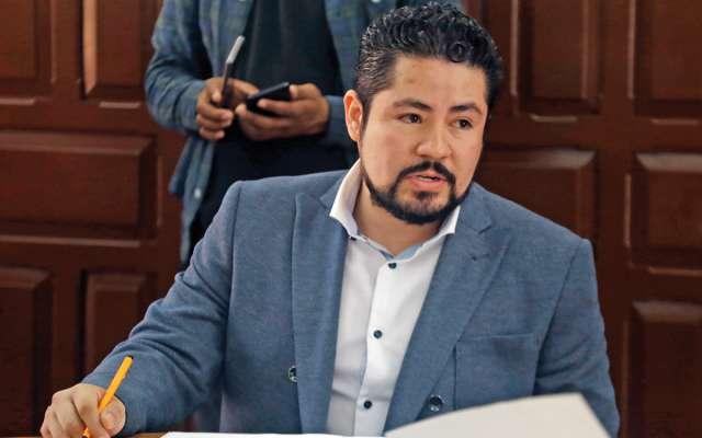 """El regidor explicó que su homólogo en el ayuntamiento de Puebla, Roberto Elí Esponda, amenazó a su familia y él para """"bajarle"""" a sus posturas en contra de Miguel Barbosa FOTO: Especial"""
