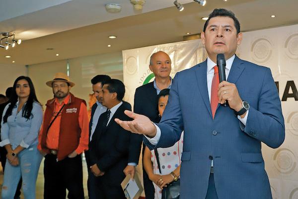 Alejando Armenta pidió ser inscrito como el candidato de Morena en las elecciones en Puebla.FOO: ESPECIAL