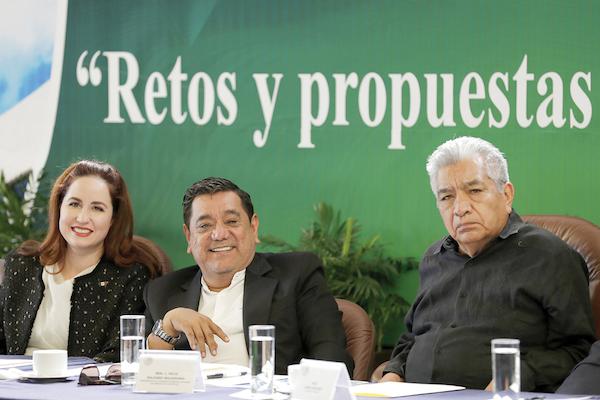 Félix Salgado, en el foro de discusión.. Foto: Notimex
