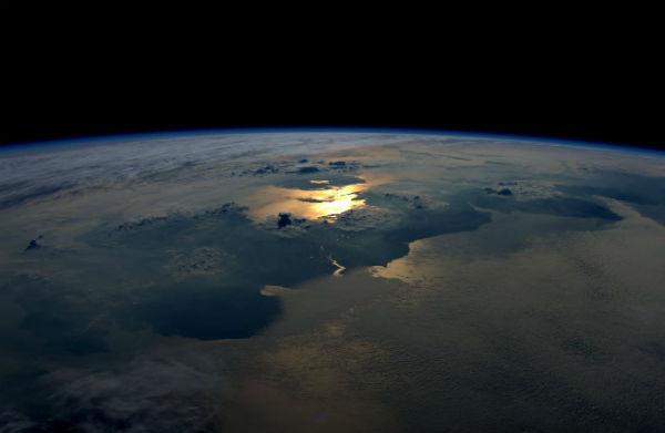 El estudio reveló que la luz solar comprime los átomos de hidrógeno en la geocorona de la cara diurna de la Tierra Foto: @esa