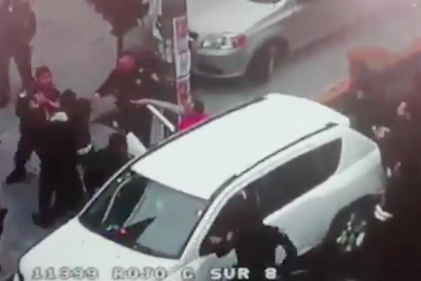 Policías_pelea