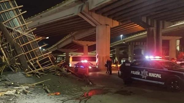 De acuerdo a reportes preliminares, algunas personas que estaban cerca del accidente son atendidos por crisis nerviosa. Foto: Especial
