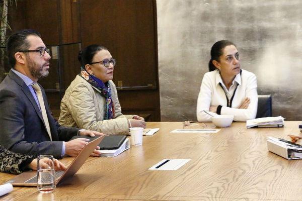 Agregó que instruyó al consejero jurídico, Héctor Villegas, que busque a las empresas responsables de la publicidad, para atender la situación