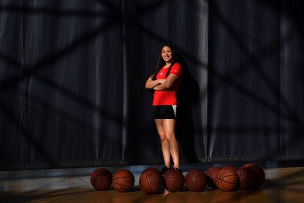 Sofía Payán es parte de la primera generación del basquetbol juvenil nacional que entrena, vive y estudia en el CNAR. Foto: PABLO SALAZAR SOLÍS