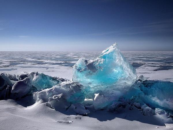 Un guía local pudo atestiguar la caída de los segmentos de hielo, que se estima tienen un peso de cientos de millones de toneladas. Foto: Notimex