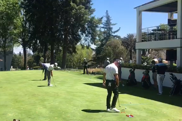 Woods juega una ronda de nueve hoyoscomo entrenamiento. FOTO: ESPECIAL