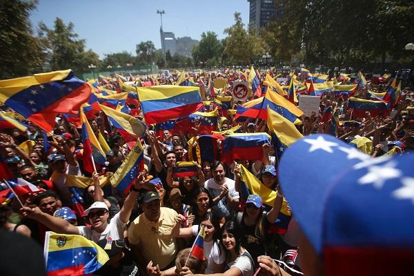 Ciudadanos venezolanos y simpatizantes participan en una manifestación en contra del presidente de Venezuela, Nicolás Maduro, y a favor del presidente de la Asamblea Nacional, Juan Guaidó. Foto: EFE
