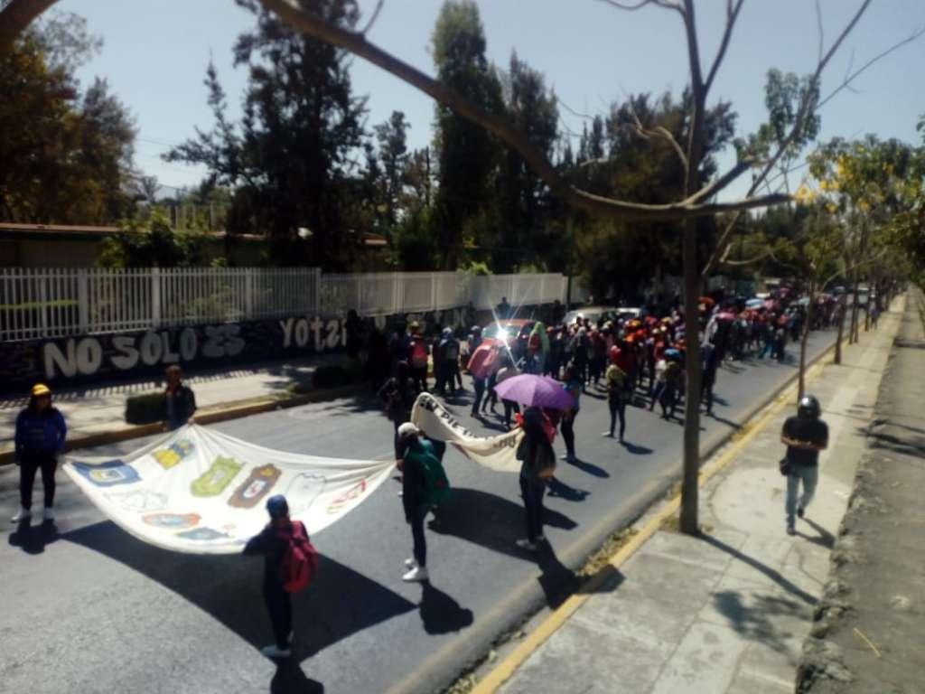 Marchan normalistas de Oaxaca