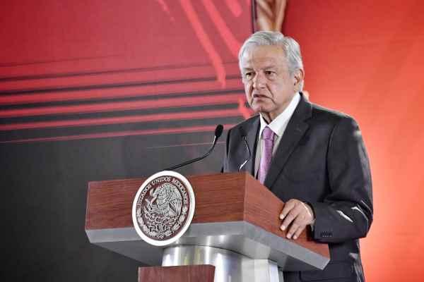 AMLO dijo que se beneficiará a trabajadores de menores ingresos con incremento a los montos máximos de crédito. Foto: Edgar López