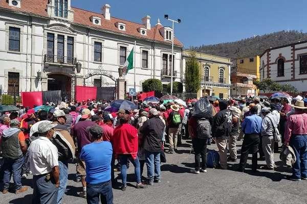 Previo al cese de labores, el líder sindical, Percy Espinoza Bustamante, demandó el crecimiento salarial de 17 por ciento. Foto: Especial