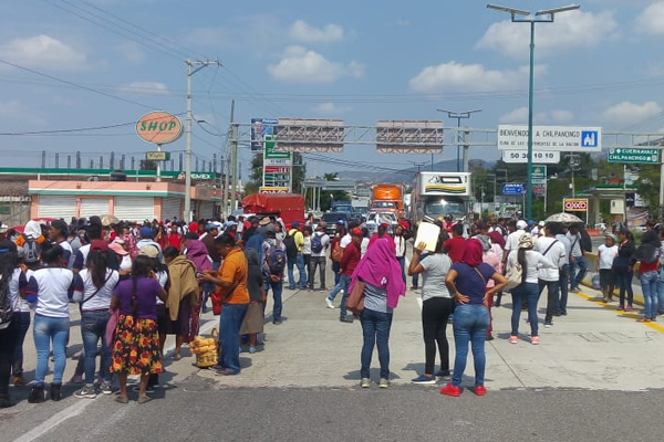 También impiden el acceso a la carretera libre México-Acapulco. FOTO: ESPECIAL