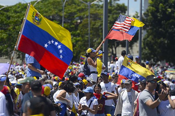 Juan Guaidó encabezó la entrada de ayuda humanitaria. FOTO: AFP