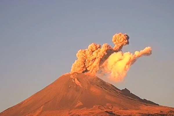La explosión del volcán fue a las 07:04 de la mañana. Foto: Cenapred