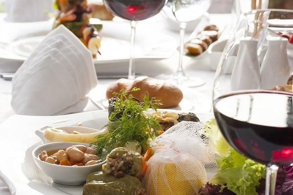 De acuerdo a la Organización para la Cooperación y el Desarrollo Económico (OCDE), el 25 por ciento de los viajeros investiga el tipo de comida antes de decidir a qué destino viajar. Foto: Especial