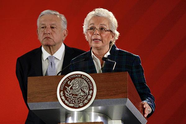 El presidente de México, Andrés Manuel López Obrador, acompañado de la secretaria de Gobernación, Olga Sánchez Cordero participaron en la conferencia matutina de hoy en Palacio Nacional. FOTO: NOTIMEX