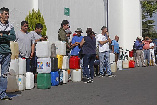 La Concanaco Servytur informó que las pérdidas de los empresarios por el desabasto de gasolinas totalizaron 26 mil millones de pesos durante enero.  FOTO: CUARTOSCURO
