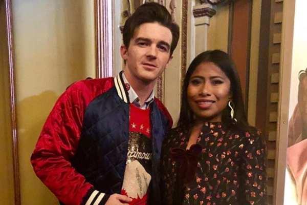El actor y cantante Drake Bell publicó una fotografía donde aparece a lado de Yalitza. Foto: Instagram