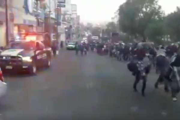 50 policías vigilaron la caravana de migrantesprovenientes de Guatemala, Honduras y El Salvador. Foto: Especial