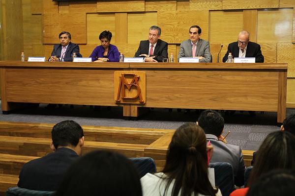 El gobernador del Banco de México, Alejandro Díaz, dio a conocer el informe trimestral Octubre-Diciembre 2018. FOTO: NOTIMEX