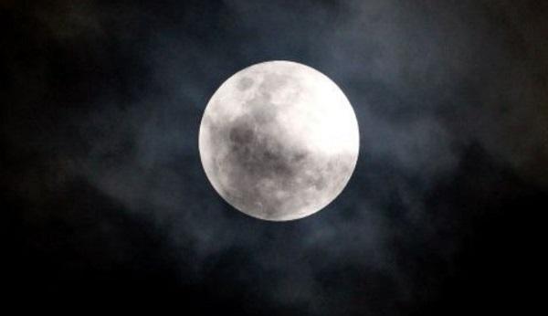 La próxima superluna ocurrirá hasta el 21 de marzo, aunque no será tan grande ni brillante como la de febrero. Foto: Especial