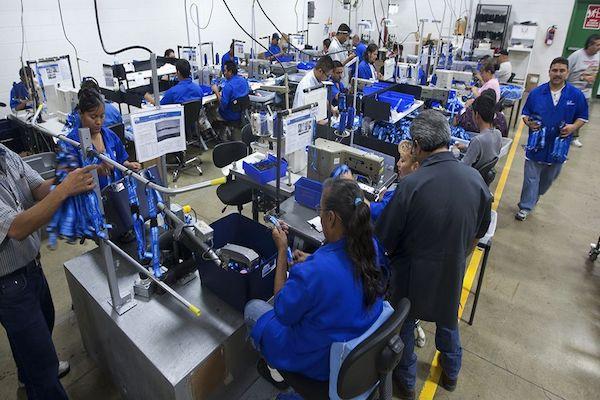 Desde enero, más de 80 empresas en Matamoros, varias de ellas maquiladoras, se han sumado a las protestas. Foto: AFP