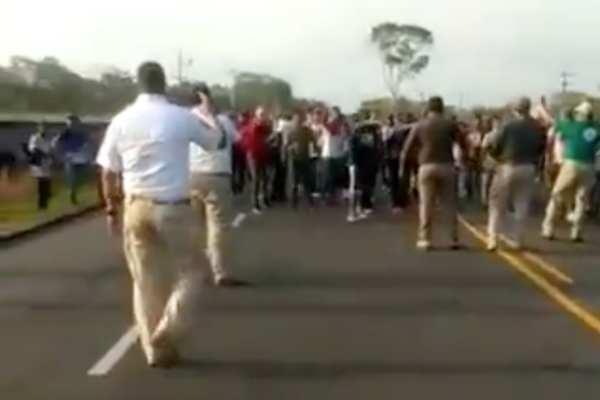 La caravana migrante avanzó hacia el municipio deHuehuetán. Foto:Especial