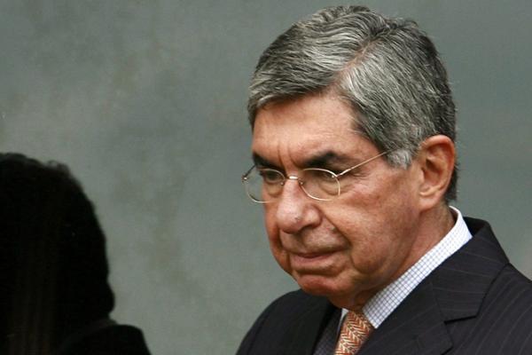 ElPremio Nobel de la Paz Óscar Arias es acusado del abuso sexual contra, al menos, tres mujeres. FOTO: EFE