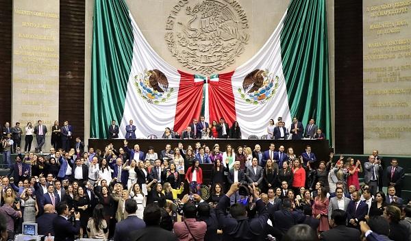 Diputados del PAN, PRD y Movimiento Ciudadano tomaron la tribuna en el marco de la discusión de los cambios al artículo 19. Foto: Cuartoscuro