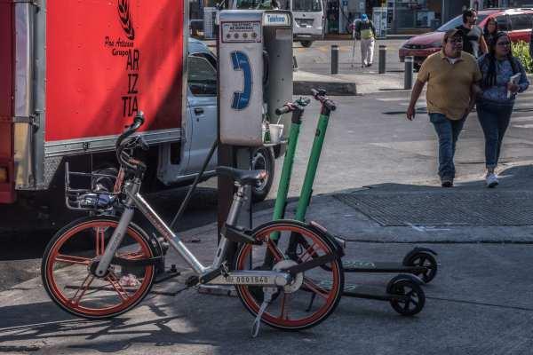 Vecinos reiteraron su rechazo a bicicletas y los scooters de renta se estacionen en banquetas y parques. Foto: Archivo | Cuartoscuro