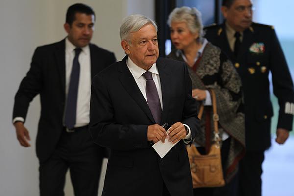 El mandatario federal encabezó una reunión con autoridades estatales y municipales en la Séptima Zona Militar.  FOTO: NOTIMEX