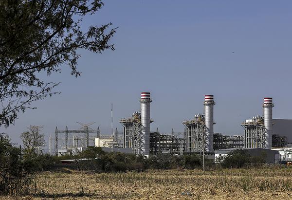 El presidente de México, Andrés Manuel López Obrador, anunció una nueva consulta ciudadana para poner en marcha la planta termoeléctrica de la Comisión Federal de Electricidad en Huexca, Morelos.  FOTO: NOTIMEX